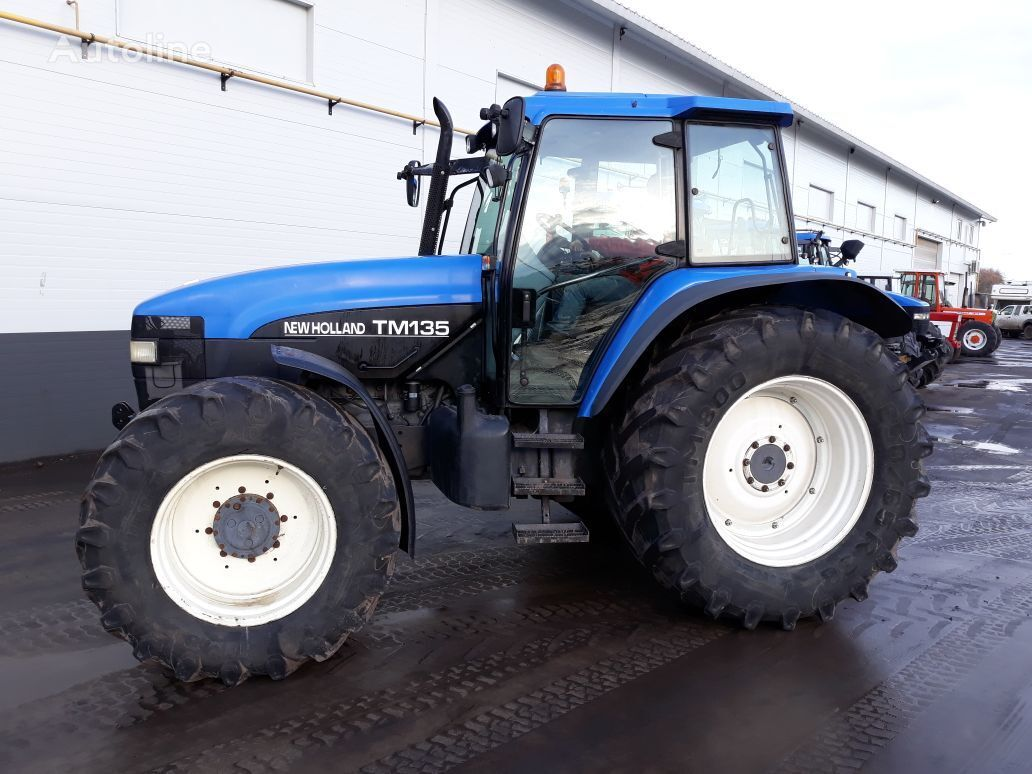 traktorji na kolesih new holland tm135 naprodaj kolesni. Black Bedroom Furniture Sets. Home Design Ideas