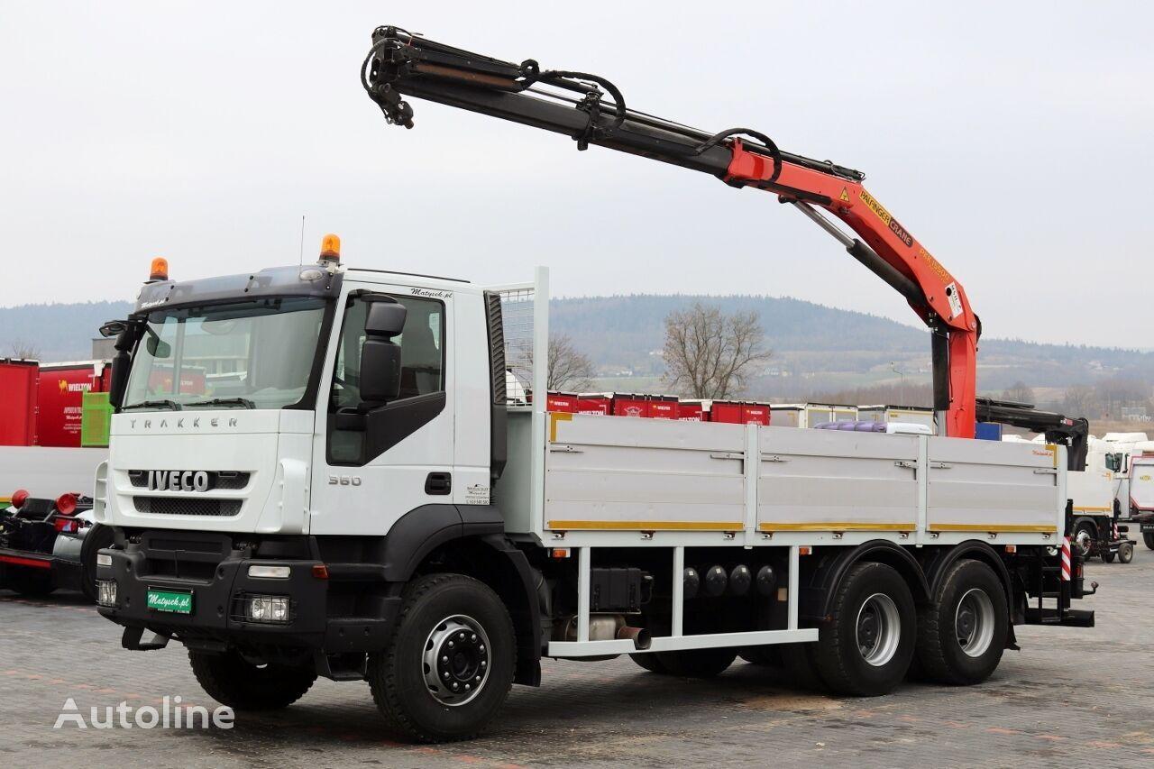 tovornjak tovorna ploščad IVECO TRAKKER 360