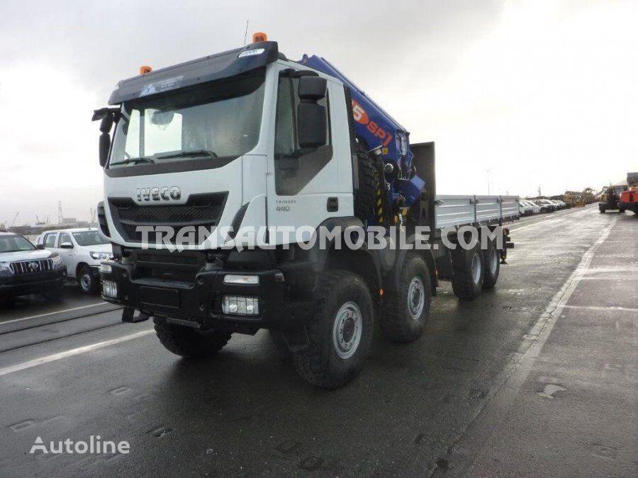 nov tovornjak tovorna ploščad IVECO Trakker AD410T44WH