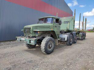 tovornjak za prevoz lesa URAL