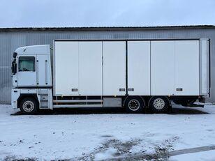 tovornjak zabojnik RENAULT MAGNUM 520.26